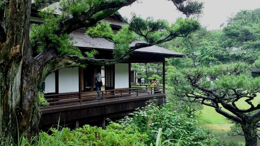 三渓園 亭樹から見た臨春閣.jpg