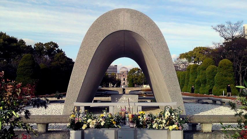 広島 平和記念公園石碑.jpg