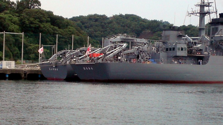 横須賀軍港 海洋観測艦 にちなん&しょうなん.jpg