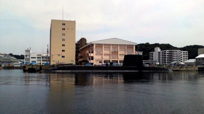 横須賀軍港 現役潜水艦.jpg