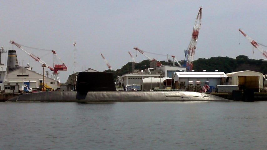 横須賀軍港 現役潜水艦-2.jpg