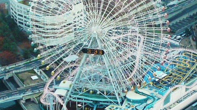 ランドマークタワーから見たかんらん車.jpg