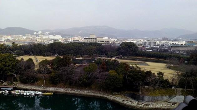 岡山城から見た後楽園と岡山市内.jpg