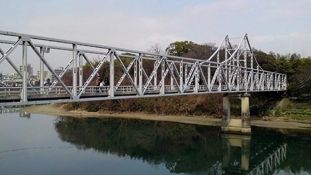 岡山城と後楽園を結ぶ月見橋.jpg