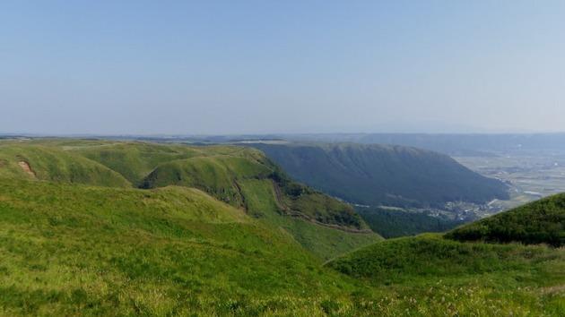 熊本 大観峰から見た外輪山.jpg