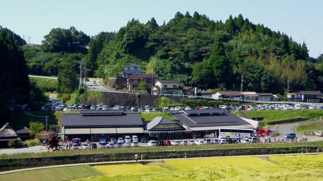 熊本 通潤橋から見た道の駅.jpg