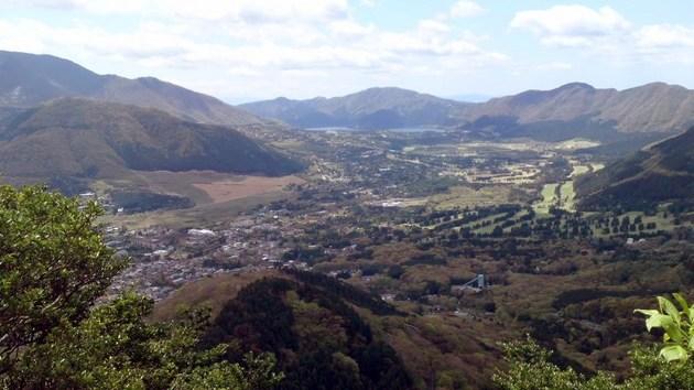 箱根金時山から見た左から駒ケ岳、仙石原、芦ノ湖.jpg