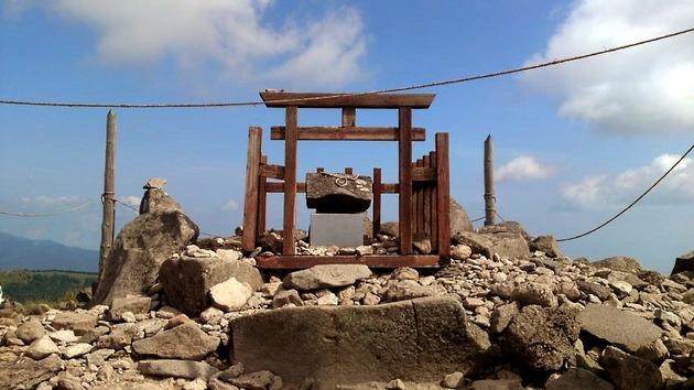 車山山頂 神社.jpg