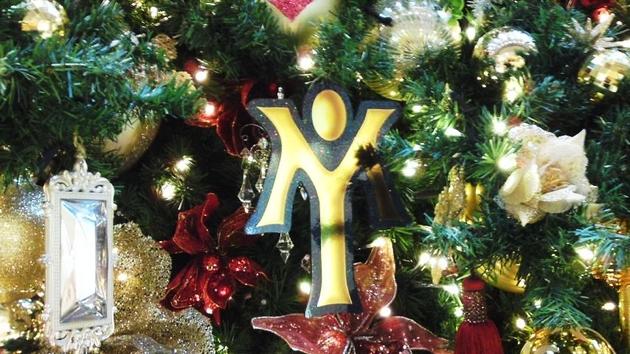 LOVERS CHRISTMAS TREE WITH YUMING 4.jpg